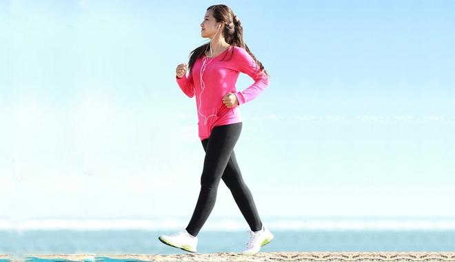 Bị suy giãn tĩnh mạch chân nên đi bộ mỗi ngày