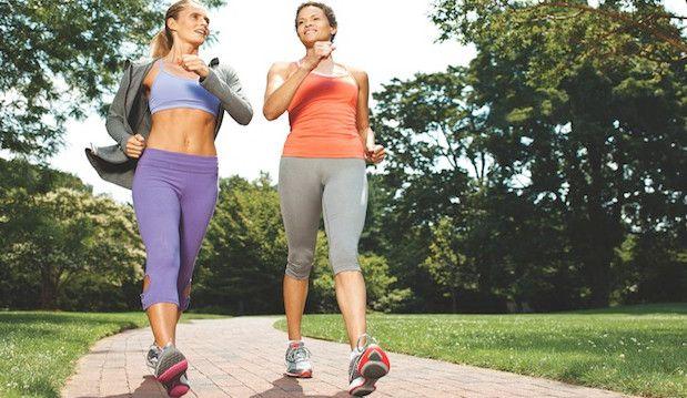 Bị bệnh suy giãn tính mạch chân có nên đi bộ và tập yoga