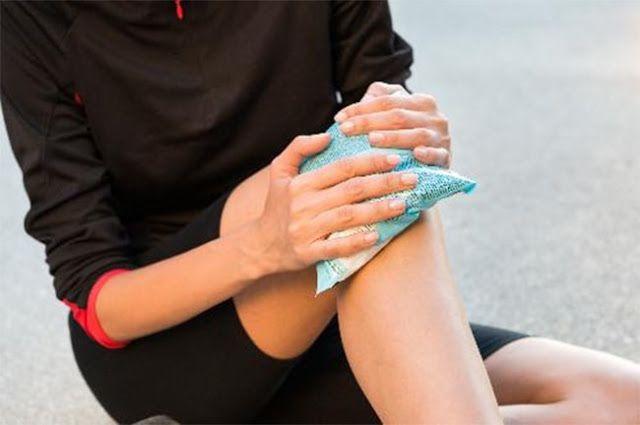 Chườm đá lạnh sẽ hạn chế các cơn đâu giãn tĩnh mạch