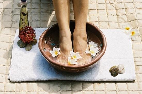Bí quyết ngâm chân giảm đau cho người bị suy giãn tĩnh mạch chân